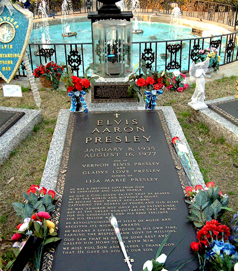 Elvis Presley sírja  Elvist eredetileg a memphisi Forest Hills temetőben helyezték örök nyugalomra 1977-ben, később azonban egykori otthona, Graceland lett végső nyughelye, sírhelye pedig része a Graceland-túrának, melyen évente több mint hatszázezren vesznek részt.