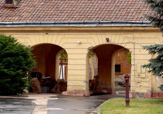 A jelenlegi kastélyt Esterházy Miklós megbízásából, Fellner Jakab tervei alapján építették fel 1765 után.