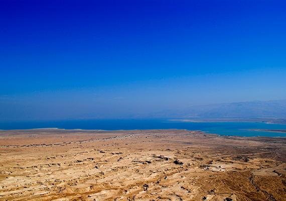 Mindez a Holt-tenger partjainak turizmusát is drasztikus mértékben csökkenti, nem beszélve arról, hogy hatására a világ egyik legérdekesebb csodája tűnhet el - a lefolyástalan tó nem csupán a világ legmélyebben fekvő pontját jelenti, de a legmélyebben fekvő sós tavát is.