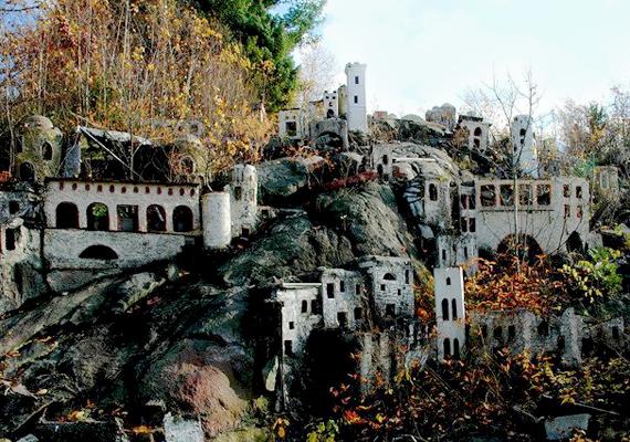 Az egykor modern parkból mára csak szellemjárta romok maradtak.