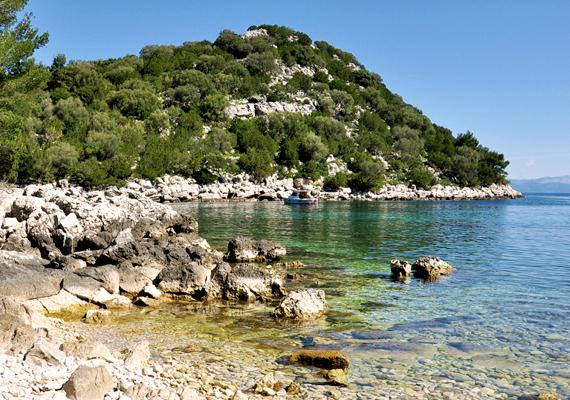 Lastovo szigetén számos gyönyörű öböl található, a Zaklopatica a legszebbek közé tartozik.
