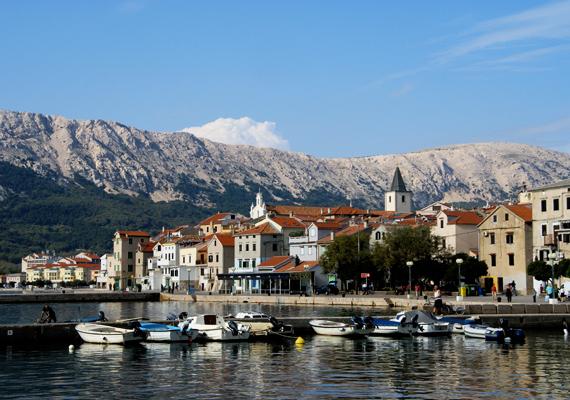 Baska városa híres arról, hogy itt található Horvátország egyik legszebb strandja, de történelmi látnivalókban sem szűkölködik.