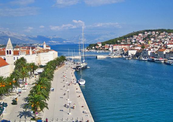 Ciovo szigete hegyvidéki és egyben tengerparti bájával, strandjaival és híres halas fogásaival biztosan téged is elvarázsol.