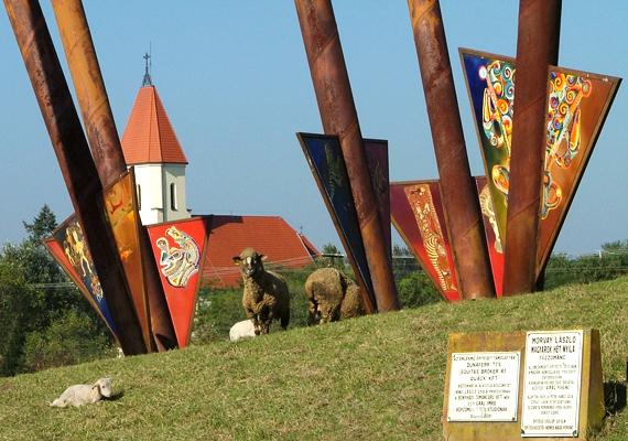 Ópusztaszerről már a 13. században is említést tettek. Az ottani emlékpark legértékesebb darabja Feszty Árpád festménye, a Feszty-körkép, mely a Honfoglalást ábrázolja.