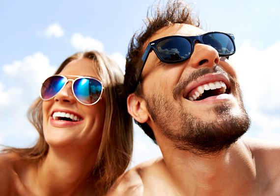 Bár az igazi barátok tudnak örülni mások örömének is, vannak, akik idegesítőnek tartják a csudavidám, nyaralásos selfie-ket.