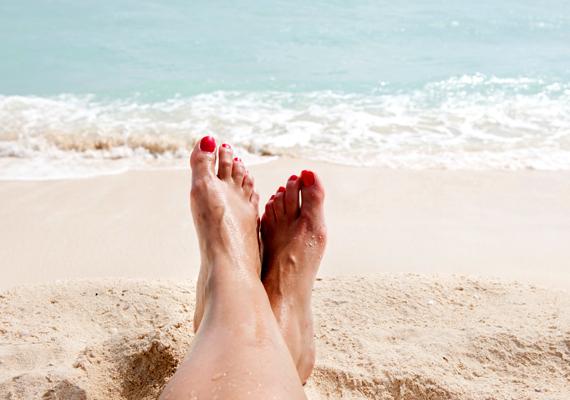 Ugyanilyen közhelyesnek tartja a tengerparton lefotózott, vidám lábfejeket is.