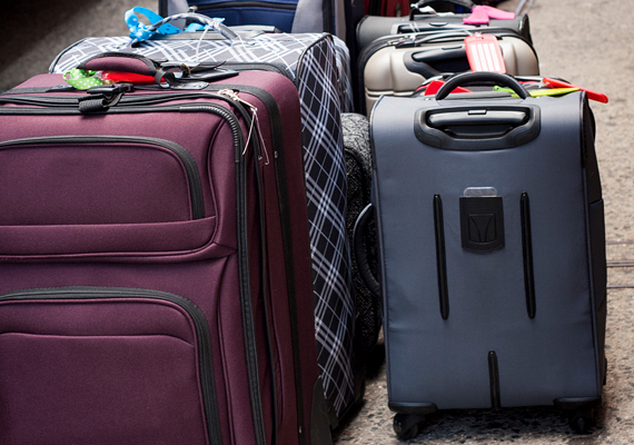 A bőröndprobléma is sokakat zavar: egyrészt az, ha az utasok ezekkel foglalják el az ülőhelyet, másrészt, ha a többi utasnak emiatt kell kényelmetlenül ülnie.