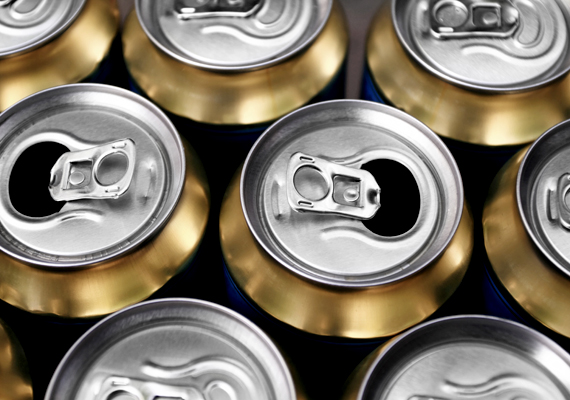 Voltak, akik az alkoholfogyasztást kifogásolták, annak ellenére ugyanis, hogy ez tilos, sok esetben például sört visznek fel magukkal az utasok a vonatra, buszra. Ennél csak a csapatban alkoholizáló, hangoskodó és be-beszólogató utasok rosszabbak.
