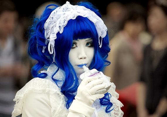 A japán anime-kultúra ma is virágkorát éli, rajongói azonban nemcsak fesztiválok erejéig öltöznek be, de az utcákon is dívik a cosplay.