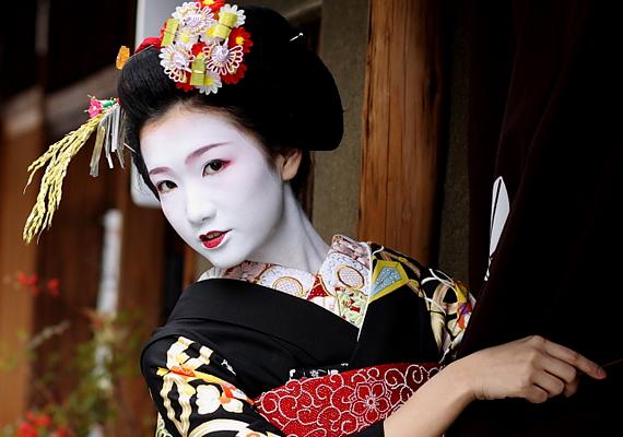 Vannak olyan látnivalók is azonban, melyek évezredes múltra tekintenek vissza. Ezek közé tartoznak a tradicionális gésaházak - Japánban körülbelül ezer-kétezer gésa él napjainkban.