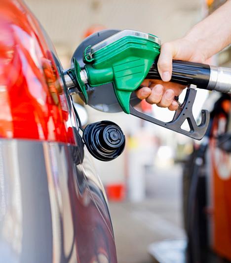 Kisebb benzinköltségek  Ha gyakran jársz autóval, érdemes utánajárnod, hogy melyik klubkártya milyen kedvezményekkel kecsegtet. A Forensis Autóklub kártyája például különféle megtakarításokat biztosít, melyekkel csökkentheted az autóval kapcsolatos kiadásokat. Ingyenesen regisztrálhatsz a Forensis oldalán, illetve a tagsági kártyádat is ingyen igényelheted. Ezzel a kártyával például olcsóbban tankolhatsz és vásárolhatsz az Agip töltőállomásokon. Szintén ingyen ihényelheted a MOL törzsvásárlói kártyát, mellyel tankoláskor literenként egy forintot érő hűségpontot kapsz, így, ha összegyűlik egy nagyobb összeg, levonhatod a következő tankolásodból.
