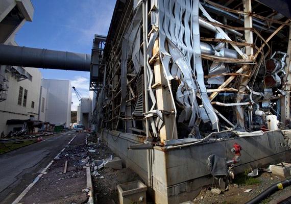 A cunami nyomán március 12-én a fukusimai atomerőmű területén nagy erejű vegyi robbanás következett be.