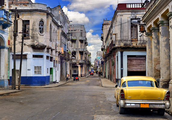 Romos, de színes házak Havannában. A megtörhetetlen életszeretet szinte mindenütt jelen van.