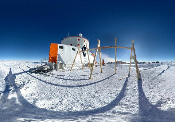 A Concordia Kutatóközpontot 2005-ben nyitották meg az Antarktiszon, a déli sarkponttól 1670 kilométerre. A központ rendkívül elszigetelt, a legközelebbi kutatóközponttól is 560 kilométerre található.