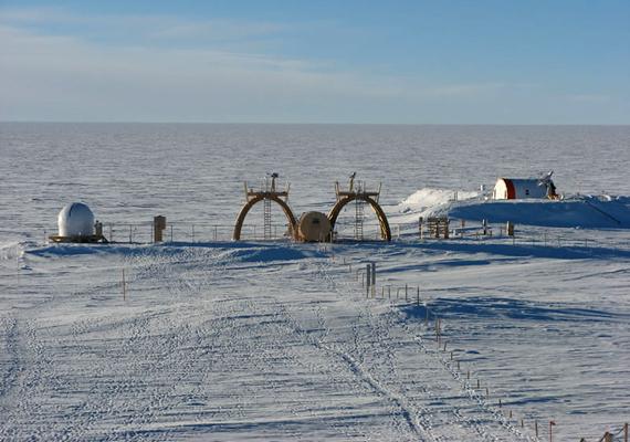 A Kutatóközpont területe az egyik leghidegebb pont a Földön. A nyári hőmérséklet általában -25 °C, de télen -84 °C-ra is leeshet. Az éves átlaghőmérséklet -54,5 °C.