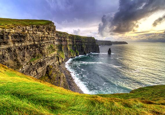 A Moher-sziklák vagy Moher-szirtek nyolc kilométer hosszan húzódnak Írország nyugati partjainál, Clare megye területén, Doolin közelében.