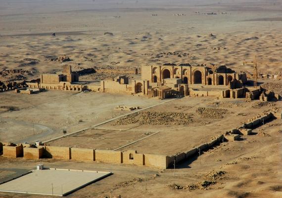 Következett Hatra, melyet 1985-ben a Világörökség részévé nyilvánítottak, és amelynek rekonstrukciói a múlt század végén fejeződtek be. A város romjait eltörölték a Föld színéről.