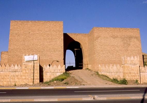 Az Iszlám Állam első ilyen jellegű célpontja Ninive volt, azon belül is a hajdani Asszír Birodalom fővárosa, Moszul, melynek ma 571 ezer lakosa van.