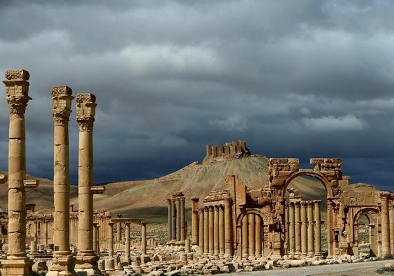 Véres mészárlást követően az ókori Szíria egyik legfontosabb városát, Palmürát is felrobbantotta az Iszlám Állam. A helyszín szintén a Világörökség része volt.