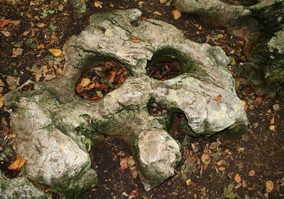 Bükkszentkereszten több olyan hely is található, ami energiagócnak számít, a leghíresebb a Boldogasszony köve, ami állítólag a meddőséget gyógyítja.