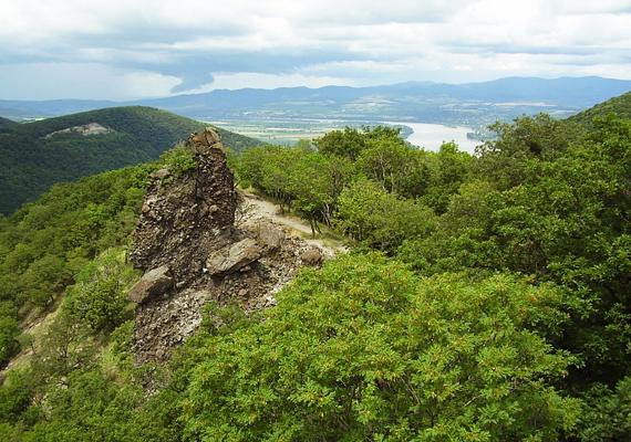 A Pilisben különösen magas energiaszint uralkodik, az itt található Vadálló-kövek a fáradtságra jelentenek gyógyírt, szó szerint energiával töltenek fel.