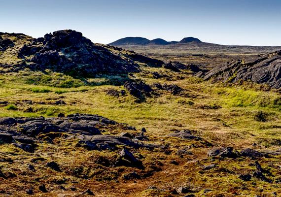 A vulkán környéke a felszínen. Az egynapos túrákat Reykjavíkból indítják. A vulkánig három kilométert kell megtenni gyalog, maga a vulkánkaland pedig 40-45 percet vesz igénybe.