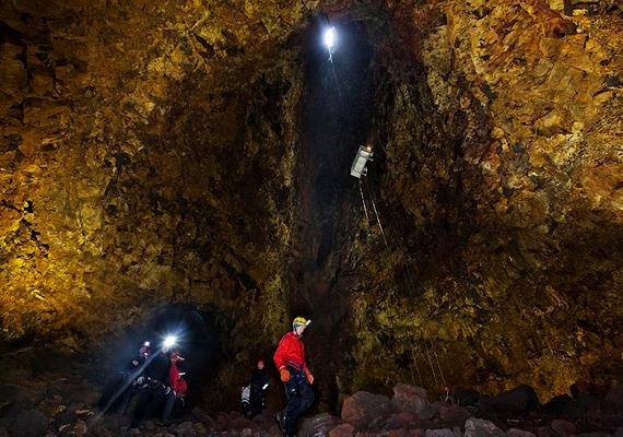A teljes túra 37 ezer izlandi koronába, vagyis körülbelül 230 ezer forintba kerül, ami magában foglalja az utazást, a vezetett túrát, a biztonsági felszerelést, valamint egy ebédet is.