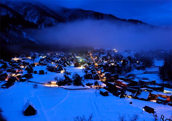 Hó borítja a japán Shirakawa falut. Kattints ide a háttérképért!