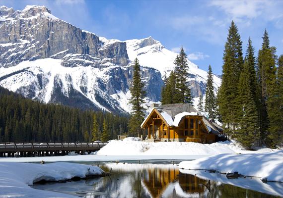A kanadai Emerald Lake. Kattints ide a háttérképért!