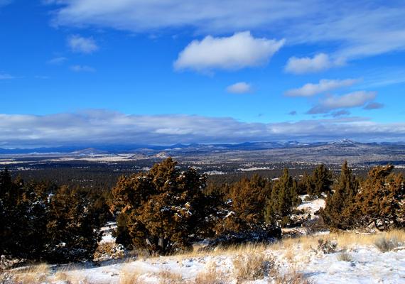Az Oregon állambeli Christmas Valley, azaz a Karácsony-völgy nevét a közeli Christmas Lake-ről kapta.