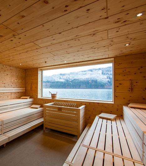 A Millstatti-tó partján elhelyezkedő 1. Karintiai Fürdőházat 2012 decemberében nyitották meg. A tóparti wellness itt új értelmet nyer: átfogó wellness- és szépségápoló program, speciális szaunafelöntések és ceremóniák, valamint a szabadtéri medence és csodálatos kilátás garantálja a tökéletes ellazulást.