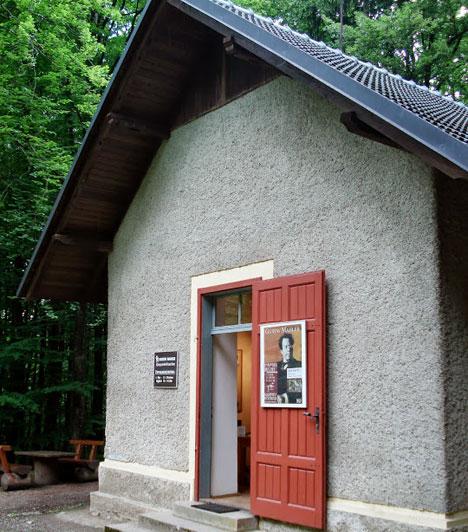 A Wörthi-tó különleges hangulata több művészt is inspirált. Johannes Brahms és Gustav Mahler csak kettő közülük. Utóbbi alkotóháza is megtekinthető a tó partján, az erdő meséket idéző világában.