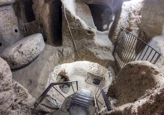 A város nyolc szintet foglal magában a föld alatt, a régészeti ásatások azonban még csak négy emeleten zajlottak le, ezért csak ezek látogathatók.