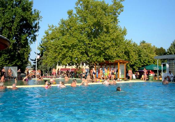 A mezőny élén helyezkednek el a legnépszerűbb fürdővárosok, közöttük Bük 655 801 vendégéjszakával és a negyedik hellyel.