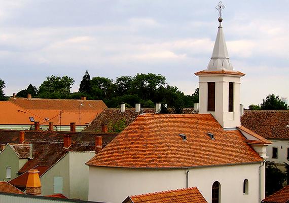 A váráról és fürdőjéről is híres Sárvár 444 988 vendégéjszakával hetedik lett a sorban.