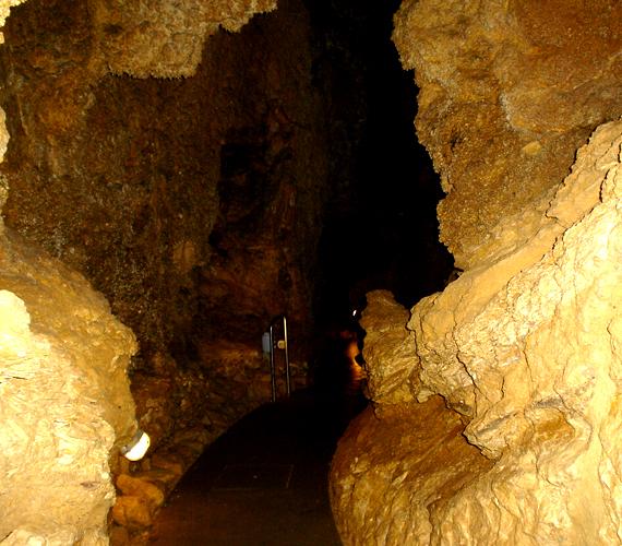 A II. kerületben található, gyógyhatásáról is ismert természeti csoda 250 méteres túraútvonallal vár.