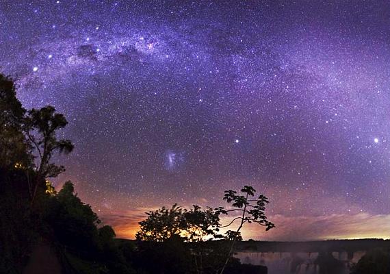 Az argentínai Iguaçu-vízesés már önmagában egy természeti csoda, de csillagos égboltja még a csodaszép zuhatagon is túl tesz.