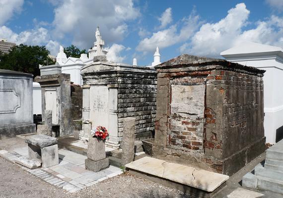 A New Orleans-i St. Louis temető egyfajta krematóriumként működik, a melegben a holttestek könnyedén elporladnak.