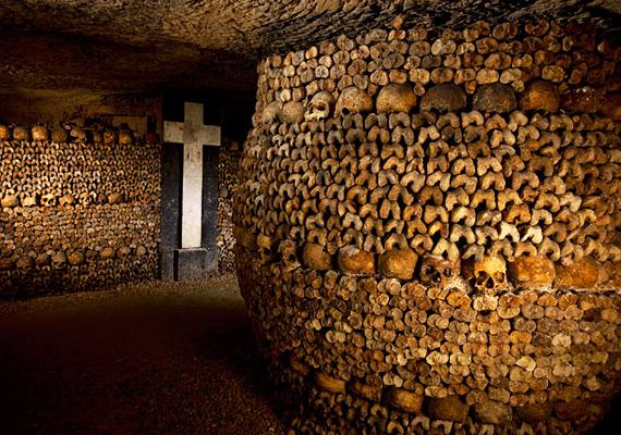 A párizsi katakombák, vagyis Franciaország titokzatos alagútrendszere nem kevesebb mint hatmillió lakos holttestét őrzi.