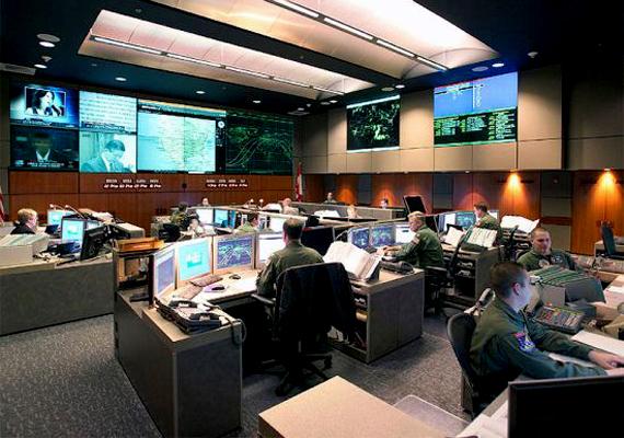Az Észak-Amerikai Légi és Űrvédelmi Parancsnokság, vagyis a NORAD korábbi központja azonban csupán néhány ezer embernek jelentene menedéket.