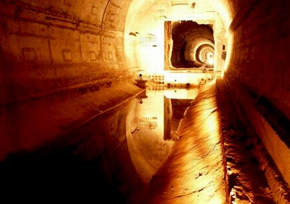 A német Titanic Doomsday Bunker, vagyis a Titanic Világvége-bunker a nyugatnémet politikai elitnek biztosította volna a túlélést az esetleges apokalipszis után.