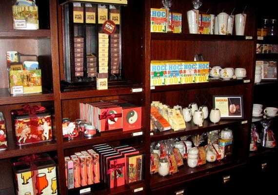 A New York-i Max Brennerbe nemcsak egy csésze forró kávéra térnek be a turisták: érdemes megkóstolni a híres csokoládékat is.