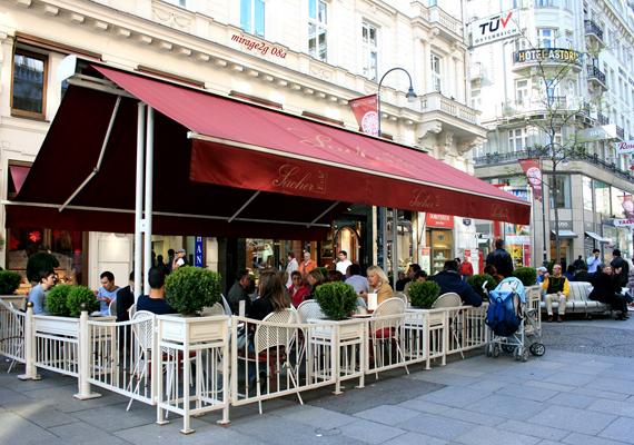 A bécsi Sacher-torta milliók jelképe, emellett az osztrák főváros egyik legismertebb jelképe. A legfinomabbat állítólag a Sacher Hotel kávézójában kapni.