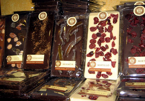 Torino Olaszország csokoládé-fővárosa. Ahogy beköszönt a hűvös idő, az utcákat ellepik a forrócsoki-árusok, februárban pedig csokoládéfesztivált tartanak.