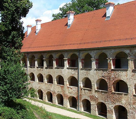 A szlovéniai Felsőlendva vára az ország legnagyobb ilyen épülete. Az ötszögletű vár ma a barokk stílusjegyeit tükrözi.
