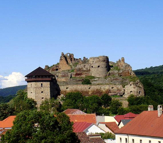 A szlovákiai Fülek várát az oklevelek szerint a 13. században építették. Tökéletes célpont az egynapos kirándulásokhoz.