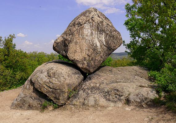 A pákozdi ingókövek környékén szintén energetikai csomópont található. Egyesek úgy tartják, ez a magyar Stonehenge.