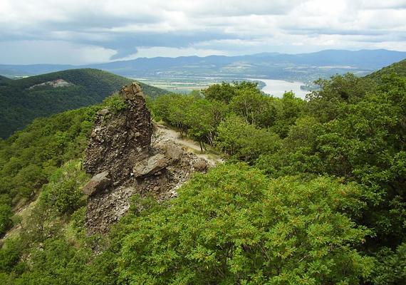 A Pilisben található Vadálló-kövek a fáradtságra jelentenek gyógyírt, szó szerint energiával töltenek fel.