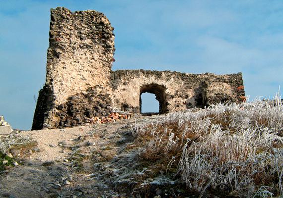 A ma kísérteties romként álló Csobánc vára a 13. században épült. Több száz éves története során számos csata helyszíneként szolgált, ezrek vére tapad hozzá.