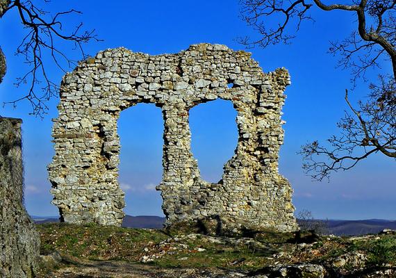 A csővári vár a török rombolás idején vált romépületté. Ekkor százak vesztették életüket a környéken.